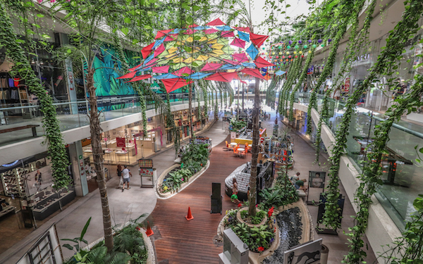 Quinta Alegriamall offers shelter from the rain and manystoresthat are ideal for an afternoon of shopping